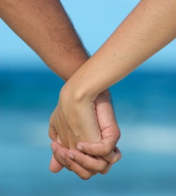 holdinghands_250px